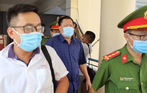 Khởi tố, bắt tạm giam nguyên phó chủ tịch tỉnh và nguyên giám đốc sở tại Khánh Hòa - Ảnh 5.