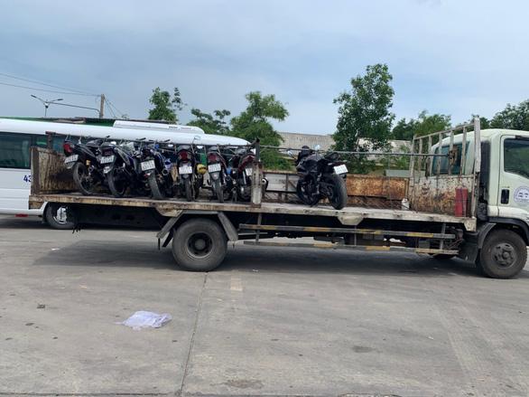 Xe máy từ Đà Nẵng muốn qua Thừa Thiên Huế sẽ được chở bằng xe tải miễn phí - Ảnh 1.