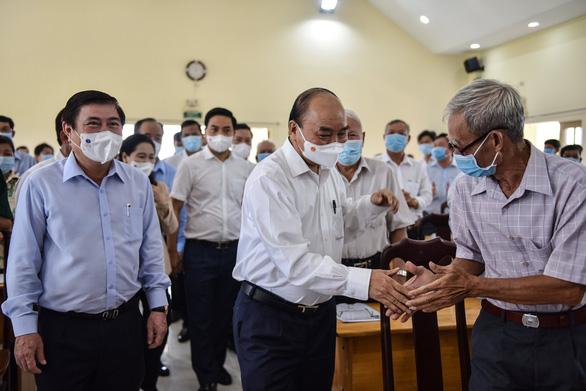 Chủ tịch nước Nguyễn Xuân Phúc: Để chiếc trực thăng mang tên TP.HCM cất cánh - Ảnh 1.