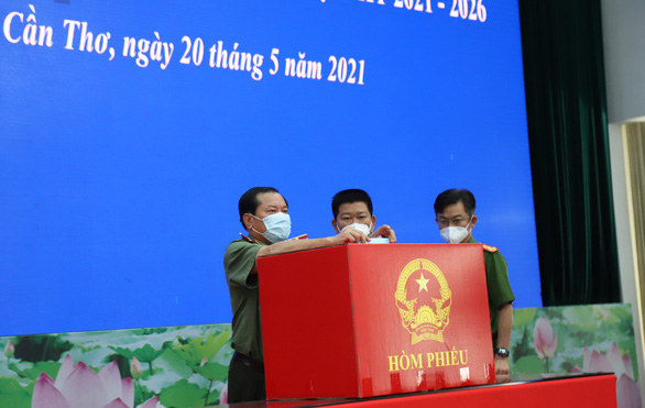 Lực lượng vũ trang Cần Thơ bầu cử sớm, nghiêm ngặt công tác phòng dịch - Ảnh 2.
