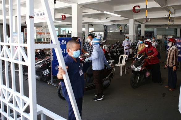 TP.HCM: Người bán quán ăn ở quận 3 mắc COVID-19, từng đến Trung tâm y khoa Hòa Hảo - Ảnh 2.