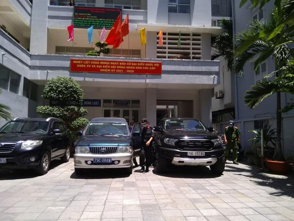Khởi tố, bắt tạm giam nguyên phó chủ tịch tỉnh và nguyên giám đốc sở tại Khánh Hòa - Ảnh 4.
