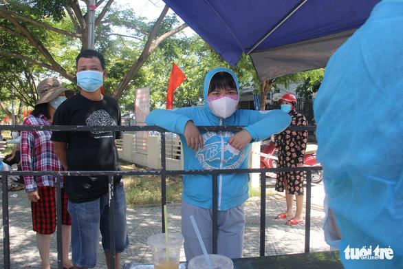 Đà Nẵng xét nghiệm toàn bộ dân quận Sơn Trà và công nhân sau ca COVID-19 chưa rõ nguồn lây - Ảnh 1.