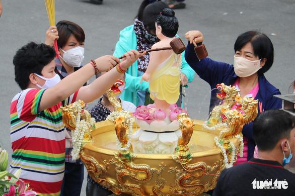 Giáo hội Phật giáo phát động tuần Tắm Phật online góp quỹ phòng chống COVID-19 - Ảnh 1.