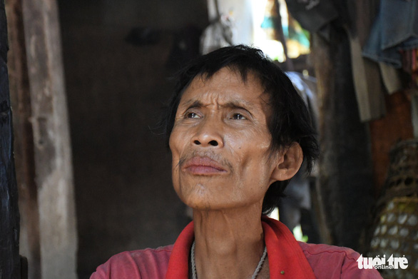 Người rừng Hồ Văn Lang bị ung thư, ánh mắt nhớ rừng, đôi chân mỏi mệt - Ảnh 1.