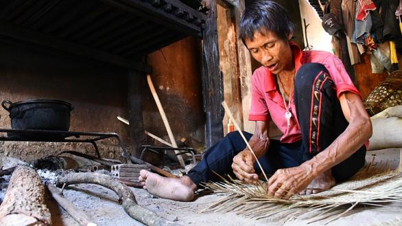 Người rừng Hồ Văn Lang bị ung thư, ánh mắt nhớ rừng, đôi chân mỏi mệt - Ảnh 3.