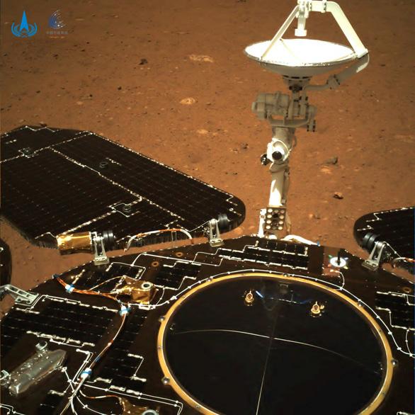 Robot Trung Quốc trên sao Hỏa bị đồn đã vỡ nát - Ảnh 1.