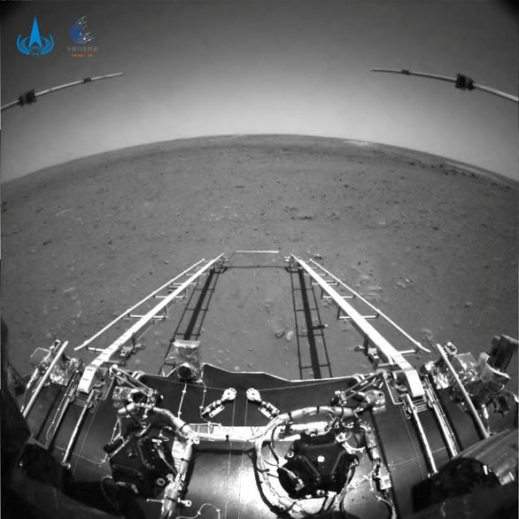 Robot Trung Quốc trên sao Hỏa bị đồn đã vỡ nát - Ảnh 2.