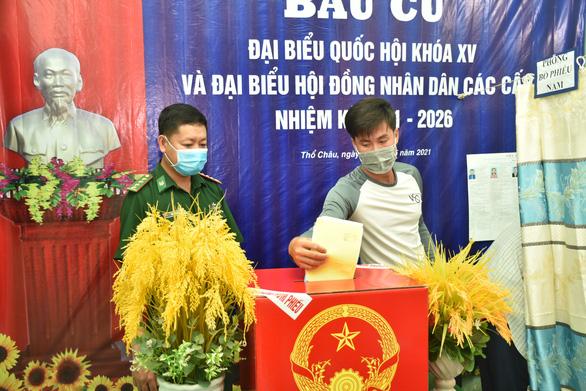 Cử tri xã đảo Thổ Châu, TP Phú Quốc đi bầu cử sớm - Ảnh 1.