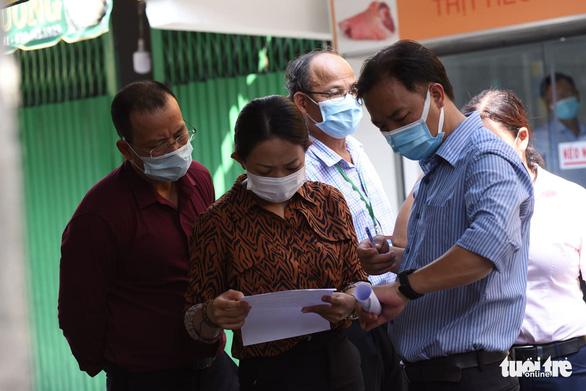 TP.HCM: Khoanh vùng, lấy mẫu người dân trong chợ Phú Nhuận - Ảnh 2.