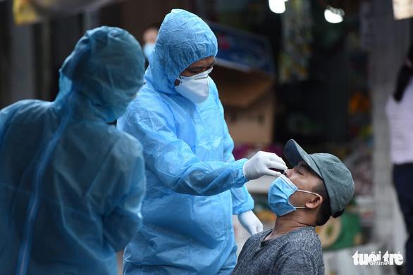 TP.HCM: Khoanh vùng, lấy mẫu người dân trong chợ Phú Nhuận - Ảnh 1.