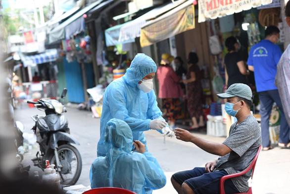 Ca nghi ngờ nhiễm COVID-19 ở Phú Nhuận có kết quả âm tính - Ảnh 1.