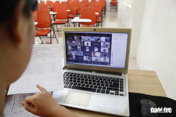 TP.HCM: Họp phụ huynh trực tuyến, ship kết quả học tập tận nhà - Ảnh 1.