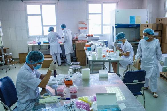 Quốc hội quyết dùng 12,1 nghìn tỉ đồng ngân sách mua vắc xin COVID-19 - Ảnh 1.