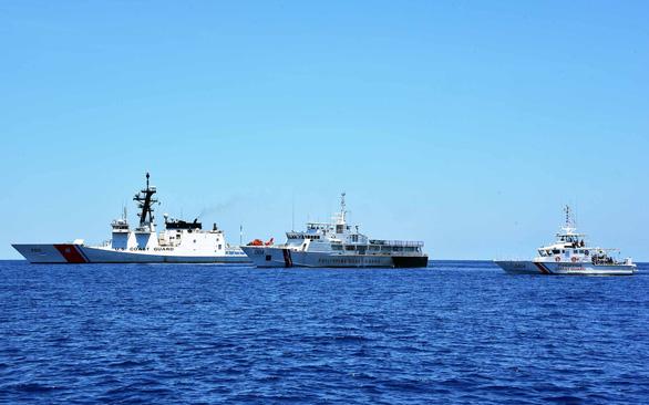 Tổng thống Joe Biden tuyên bố bảo vệ tuyến hàng hải qua Biển Đông - Ảnh 1.