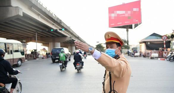 Cảnh sát giao thông huy động tối đa lực lượng đảm bảo an toàn bầu cử - Ảnh 1.