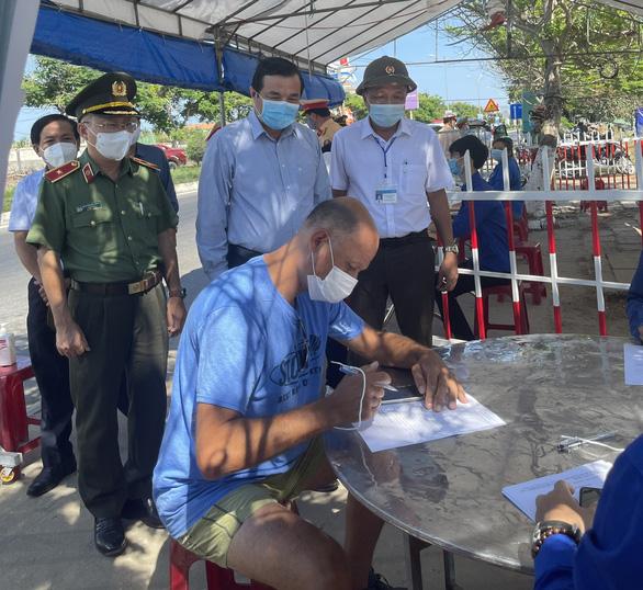 Thủ tướng Chính phủ vinh danh 3 cá nhân có thành tích chống dịch COVID-19 ở Quảng Nam - Ảnh 1.