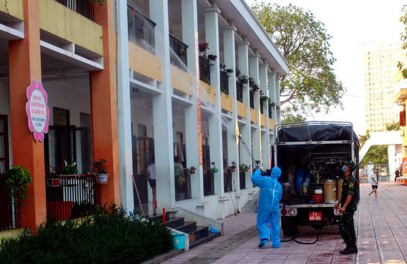 NÓNG: Phát hiện 375 công nhân ở Bắc Giang mắc COVID-19, Bộ Y tế họp khẩn - Ảnh 1.