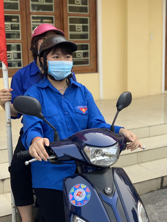 Hơn 1.000 đội thanh niên xung kích hỗ trợ bầu cử tại Lào Cai - Ảnh 2.