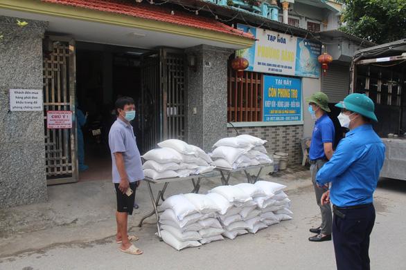10 tấn gạo san sẻ yêu thương hỗ trợ thanh niên công nhân ở Bắc Giang - Ảnh 1.