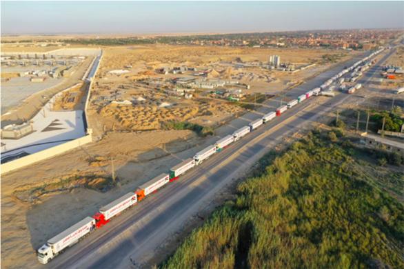 Ai Cập gửi 130 xe hàng cứu trợ tới Dải Gaza sau xung đột Israel - Palestine - Ảnh 1.