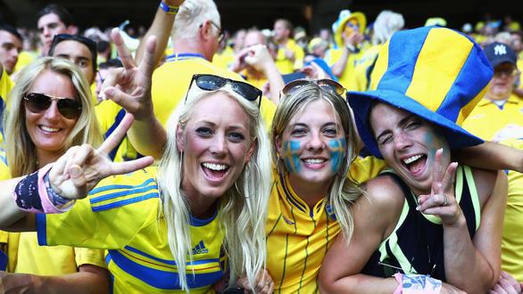 Các CĐV phải trải qua những gì để được vào sân xem Euro 2020? - Ảnh 1.