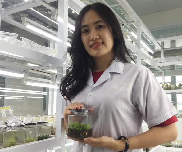 Nữ sinh viên chế tạo nước thảo dược - Ảnh 1.