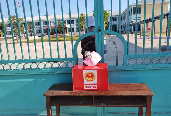 Ngày bầu cử đặc biệt trong khu cách ly - Ảnh 2.