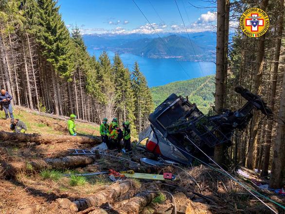 Cabin cáp treo bị rơi, 12 người thiệt mạng - Ảnh 1.