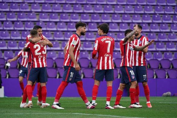 Suarez ghi bàn đưa Atletico Madrid lên ngôi vô địch La Liga - Ảnh 1.