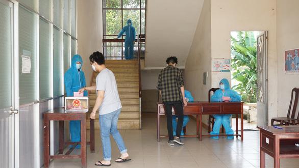 Ngày bầu cử đặc biệt trong khu cách ly - Ảnh 6.