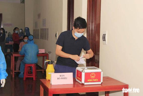Ngày bầu cử đặc biệt trong khu cách ly - Ảnh 3.