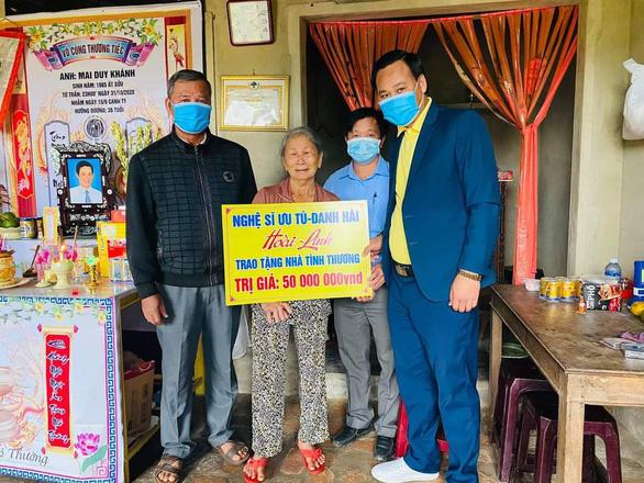 Nghệ sĩ Hoài Linh trao hơn 6,4 tỉ đồng hỗ trợ người dân Quảng Nam, Quảng Trị - Ảnh 1.
