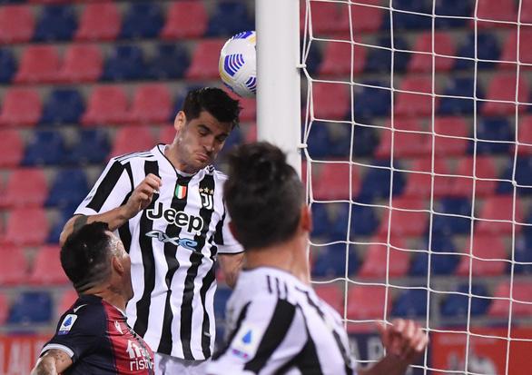 Napoli đánh rơi chiến thắng, Juventus lách khe cửa hẹp để giành vé dự Champions League - Ảnh 2.