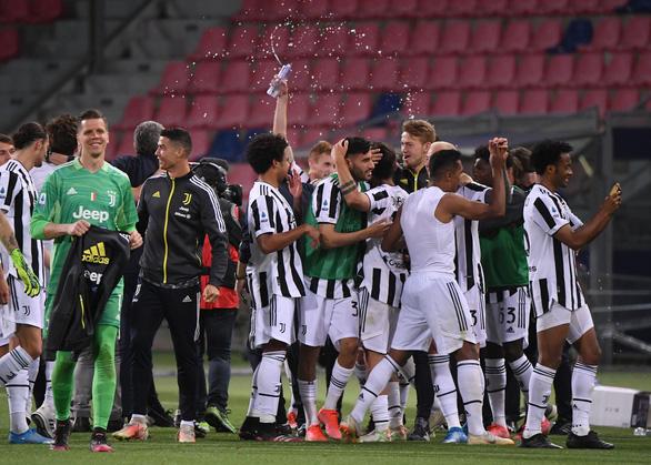 Napoli đánh rơi chiến thắng, Juventus lách khe cửa hẹp để giành vé dự Champions League - Ảnh 5.