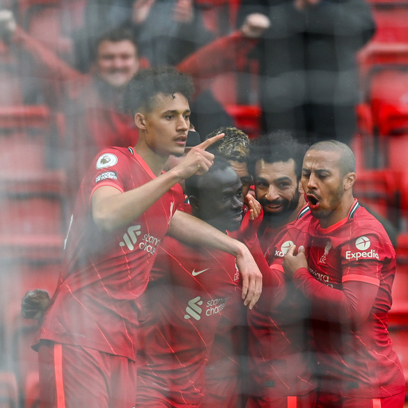 Leicester thua ngược Tottenham, Liverpool và Chelsea giành vé dự Champions League - Ảnh 1.