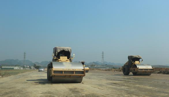 Kiến nghị cơ chế đặc thù để sớm có đủ đất đắp nền đường cao tốc Bắc - Nam - Ảnh 1.