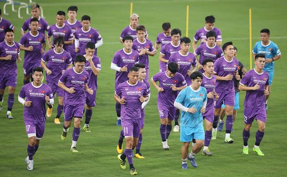 Đội tuyển Việt Nam đến UAE: 45 thành viên và 1 tấn hàng hóa - Ảnh 1.