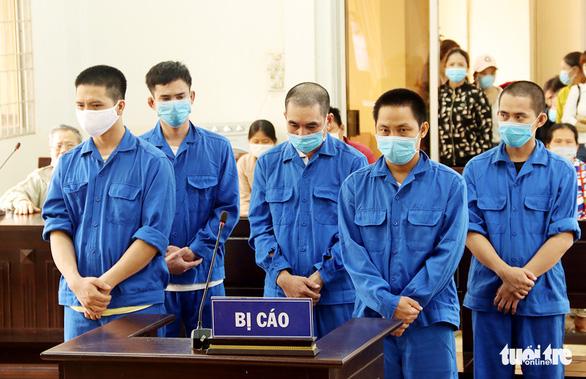 Nhóm người tổ chức cho người khác nhập cảnh trái phép lãnh 24 năm tù - Ảnh 1.
