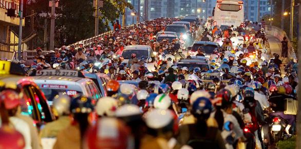 Điều chỉnh giao thông nút thắt cầu Nguyễn Tri Phương trong 30 ngày - Ảnh 1.