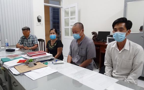 Vào khu cách ly gặp 5 người Trung Quốc: Bộ Công an nói gì về thẻ công vụ đặc biệt?  - Ảnh 1.