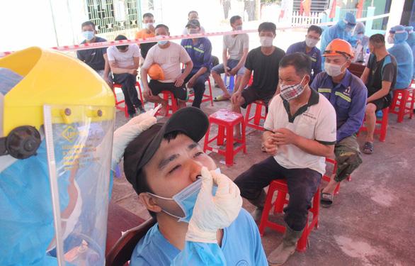 Xét nghiệm gộp thần tốc, Đà Nẵng khống chế dịch - Ảnh 1.