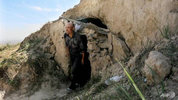 Người chăn cừu sống trong hang đá cứu 6 vận động viên marathon ở Trung Quốc - Ảnh 1.