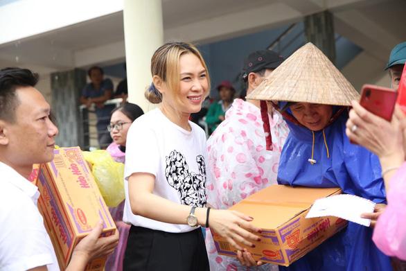 Mỹ Tâm không nói nhiều, góp 300 triệu giúp Bắc Giang, Miss Earth Việt Nam trực tuyến - Ảnh 3.