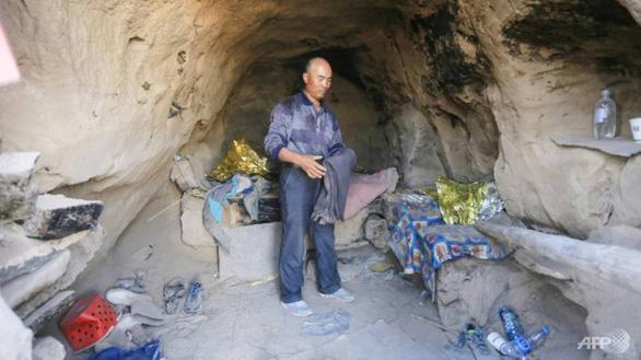 Người chăn cừu sống trong hang đá cứu 6 vận động viên marathon ở Trung Quốc - Ảnh 2.