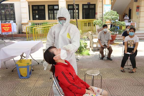 Tạm đình chỉ chủ tịch xã ở Bắc Ninh vì để xảy ra chùm 17 ca mắc COVID-19 - Ảnh 1.
