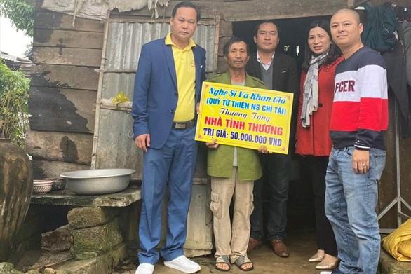Nghệ sĩ Hoài Linh trao hơn 6,4 tỉ đồng hỗ trợ người dân Quảng Nam, Quảng Trị - Ảnh 2.