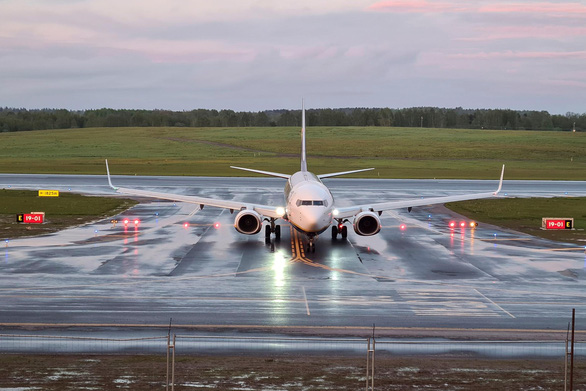 Máy bay châu Âu né Belarus sau vụ máy bay chở khách bị ép hạ cánh - Ảnh 1.