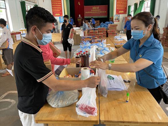 Hàng tỉ đồng hỗ trợ đến tay người lao động khó khăn ở Bắc Giang, Bắc Ninh - Ảnh 1.