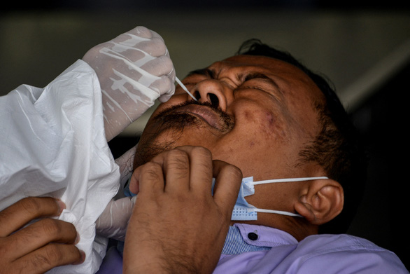 Bắt 4 người trộm vắc xin COVID-19 của tù nhân, trong đó có bác sĩ - Ảnh 1.